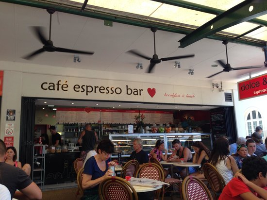 Dolce & Caffe : Happy relaxed atmosphere and seems to get a good breeze too, which is important in Cairns.