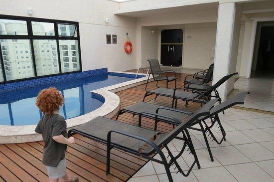 Estanplaza Ibirapuera: Piscina no 16° andar