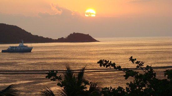 Novotel Phuket Resort: Sunset taken from the Pool Bar