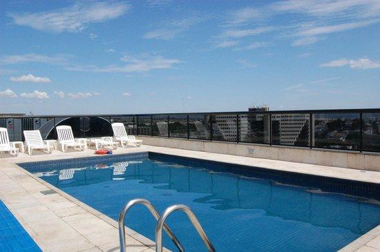 Metropolitan Flat: piscina na cobertura