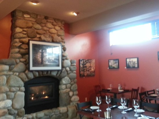 Camano Island Waterfront Bistro : Indoor Seating
