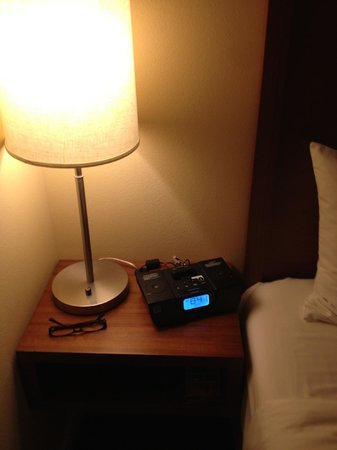 The Heathman Hotel Kirkland: Clock radio