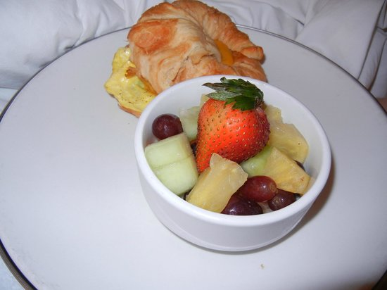 Hotel Deco XV : Breakfast in Bed- $9.00