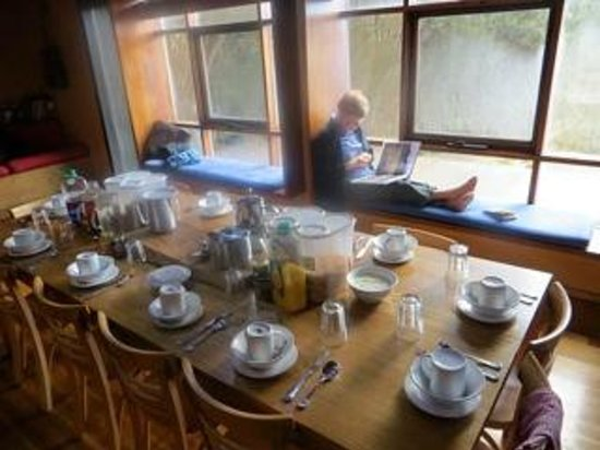 Cradle Mountain Huts : Early morning, and a quiet start to the day.