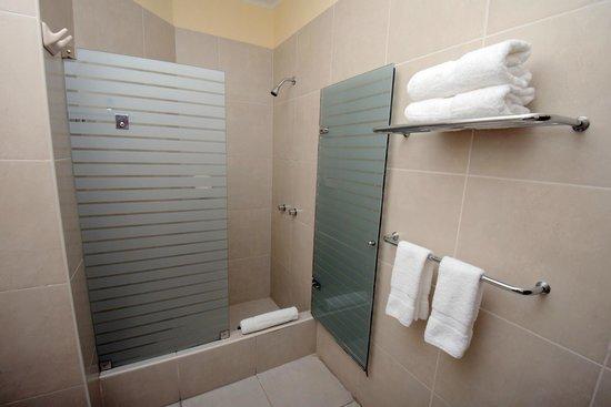 Hotel San Antonio Abad: Bathrooms