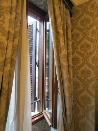 Barberini Hotel : Our window to Rome