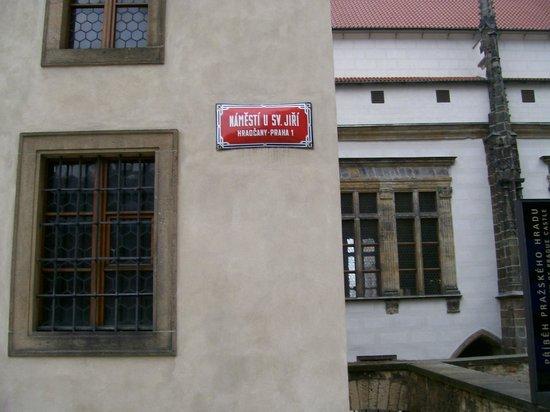 Château de Prague : Saint George street