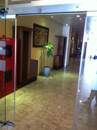 Serenediva Colombo Transit: Lobby