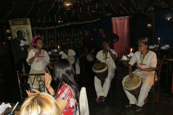 moyo Melrose Arch: Show tipico Restaurant Moyo