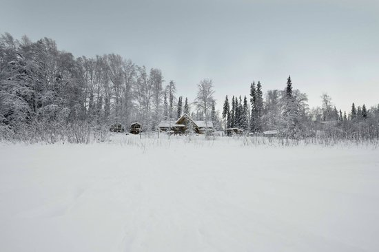 Riverbend Log Cabins & Cottage Rentals: Chinook Cabin is the one on the left