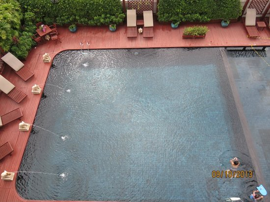 Centre Point Sukhumvit 10 : Nice pool!
