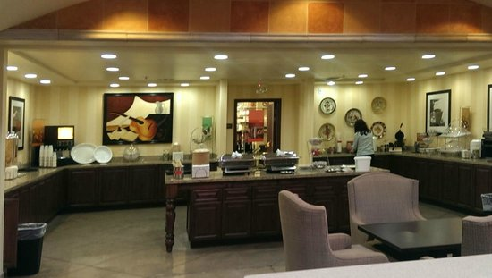 Hampton Inn and Suites Tucson-Mall: The breakfast area