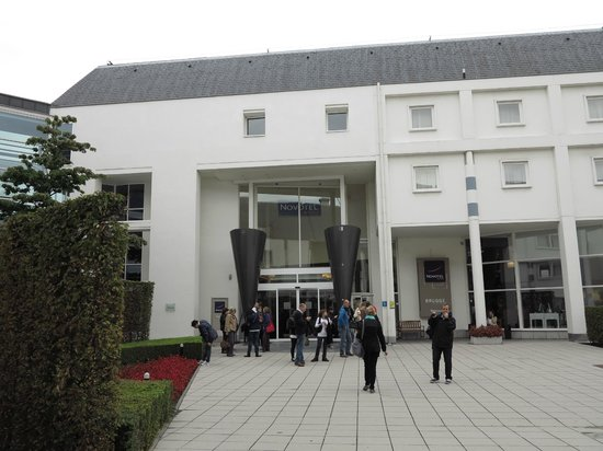 Novotel Brugge Centrum : Acceso principal a través de un patio central