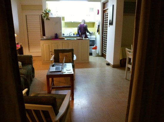 Carib-Ocho Rios: kitchen and living area