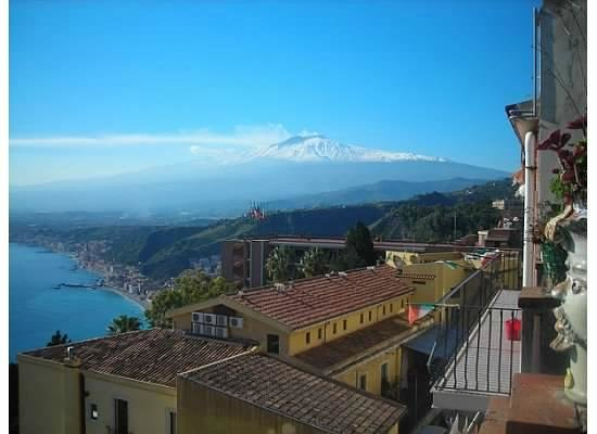 Hotel Villa Carlotta : View of Etna on a typical clear day