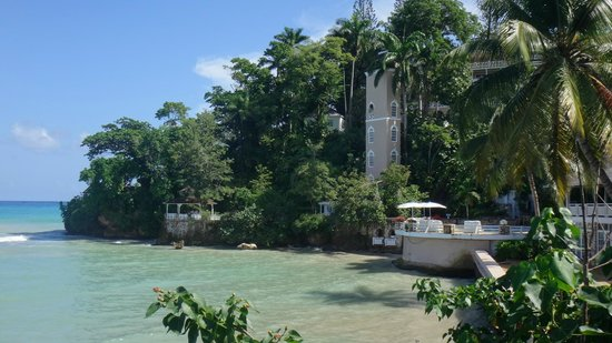 Couples Sans Souci: View of the cliff & mineral pool area
