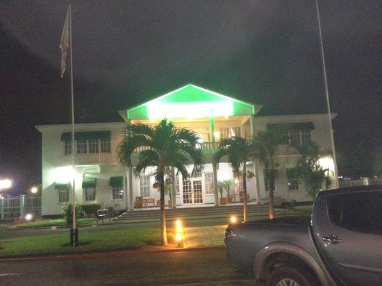 Hotel Residence Inn Paramaribo: View from the front at night.