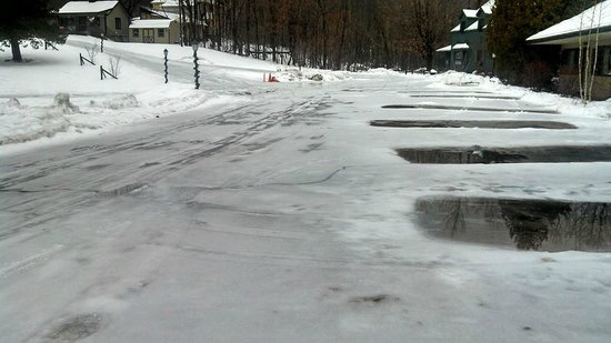 The Hungry Trout Resort: Hungry Trout Parking Lot Dec 2013