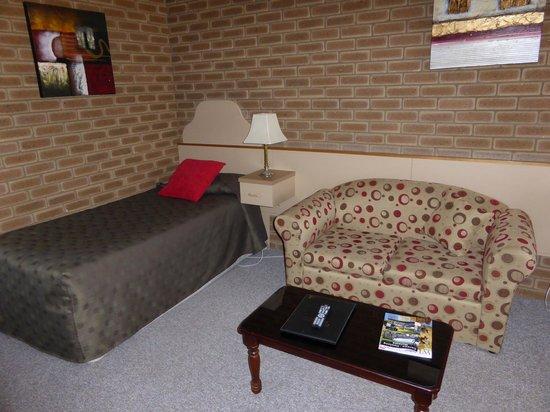 Arcadia Motor Inn: Living