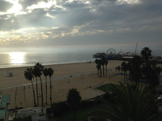 Loews Santa Monica Beach Hotel: The view from the 6th floor room. (647)