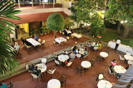 Royal Orchid Metropole Hotel: Courtyard dining