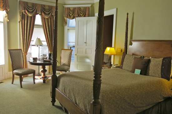 The Inn on Ferry Street: first floor Roehm House room