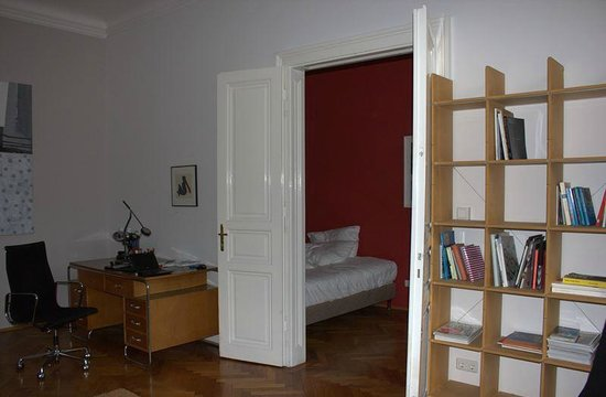 Hotel Altstadt Vienna: Desk, library and second bedroom