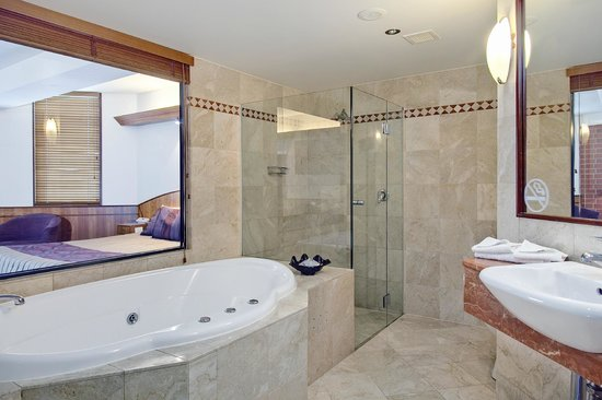 Arkaba Hotel: Luxury Spa Bathroom