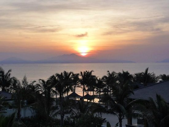 Sunrise Premium Resort Hoi An : Sunset from our room balcony