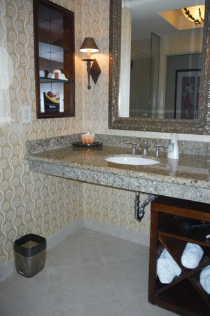 Argosy Casino Hotel & Spa: Bathroom