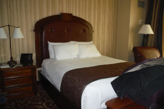 Argosy Casino Hotel & Spa Kansas City : Bed