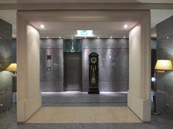 Kanazawa New Grand Hotel Annex : エレベータ前