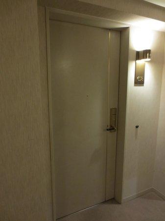 Kanazawa New Grand Hotel Annex : 658号室のドア