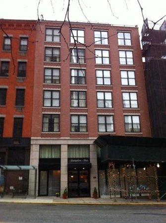 Hampton Inn Manhattan-Seaport-Financial District: Exterior of building