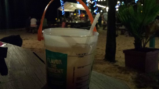 Iggies Beach Bar & Grill : Who can resist drinks in a bucket?