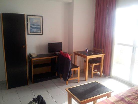 Apartamentos El Faro: living area