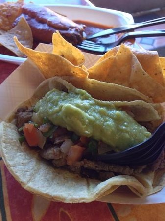 El Nopalito Restaurant: carne asada taco with chips
