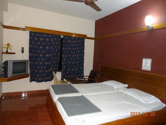 Hotel Ganpat: Room