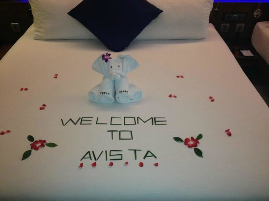 Novotel Phuket Kata Avista Resort and Spa : The welcoming decoration (but a mess to clean up)