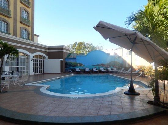 Hilton Princess Managua: Pool Area
