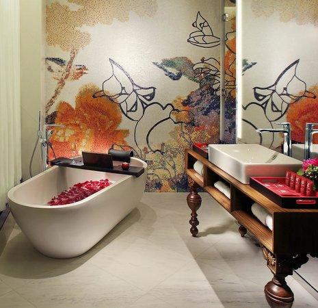 Mira Moon Hotel: Mira Moon - Half Moon Premier Bathroom