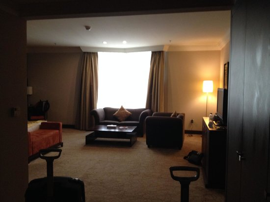 Swiss-Belhotel Doha: Room with couch and chair