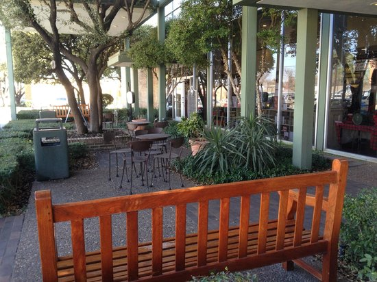 Collin Street Bakery: Another view of the outdoor seating.