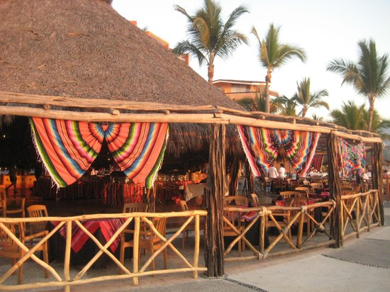 Las Palmas by the Sea: Mexican night is fun, entertaining and delicious.