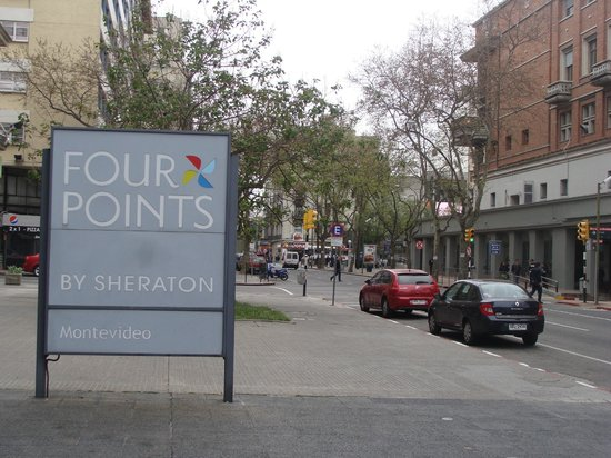 Four Points By Sheraton Montevideo: Vereda del hotel