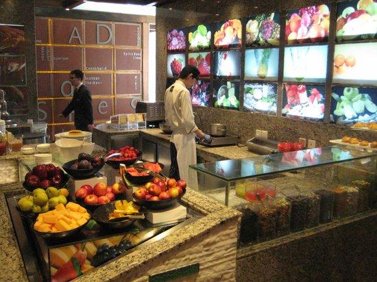 Pudong Shangri-La, East Shanghai : Breakfast buffet - Fruit and Vegetables
