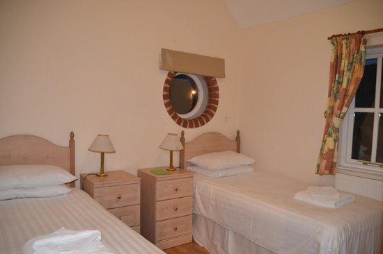 Tregenna Castle Resort: typical bedroom in Porthcurno