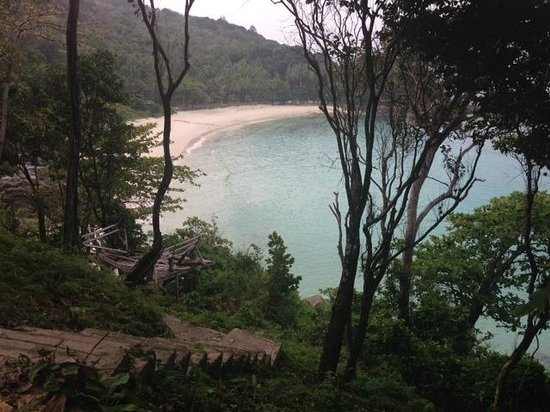 Casa Jip Guesthouse: hidden beach near Patong