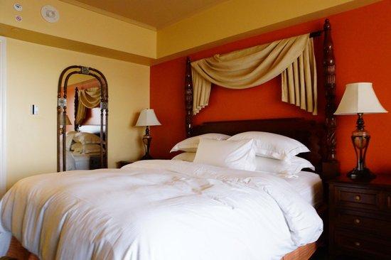 Hilton Grand Vacations at Hilton Hawaiian Village: bedroom