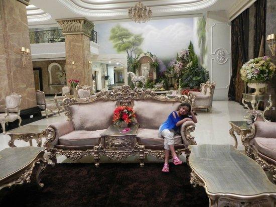 LK The Empress: Lobby